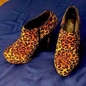 Cheetah print pumps/heels